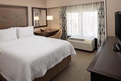 Queen Bedroom in Hampton Inn