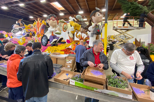 Volunteers decorating 2020 Tournament of Roses Parade Floats